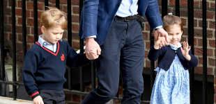 Prinz George und Prinzessin Charlotte mit Papa William auf dem Weg ins Krankenhaus, um ihre Mama und den neugeborenen Bruder zu besuchen
