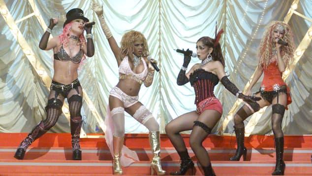 Pink, Lil' Kim, Mýa und Christina Aguilera
