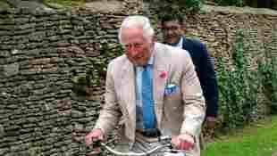 """Prinz Charles bei der Wohltätigkeitsveranstaltung """"Palaces On Wheels"""" in Tetbury am 10. Juni 2021"""