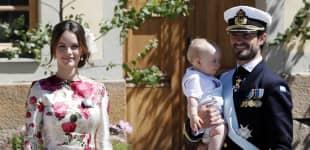 Prinzessin Sofia, Prinz Alexander von Schweden und Prinz Carl Philip mit Prinz Gabriel von Schweden auf dem Arm nach der Taufe von Prinzessin Adrienne von Schweden am 8. Juni 2018 in Stockholm