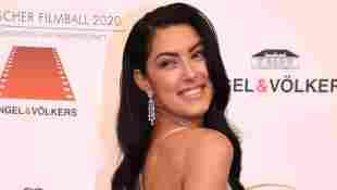 Rebecca Mir präsentiert sich in sexy Dessous