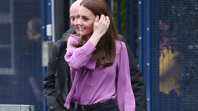 Herzogin Kate: Trägt sie ihre Bluse falsch rum?