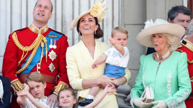 Prinz William, Herzogin Kate, Prinz Louis, Prinz George, Prinzessin Charlotte und Herzogin Camilla