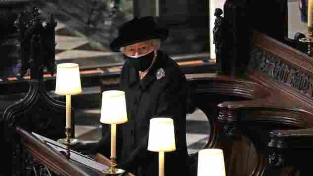 Königin Elisabeth II. bei der Beerdigung von Prinz Philip in der St. George's Chapel am 17. April 2021