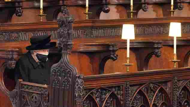 Königin Elisabeth II. während der Trauerrede für Prinz Philip  in der St George's Chapel
