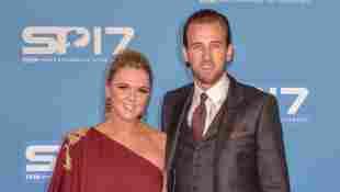Harry Kane mit seiner Frau Kate auf dem roten Teppich bei BBC Sports Personality Of The Year am 17. Dezember 2017