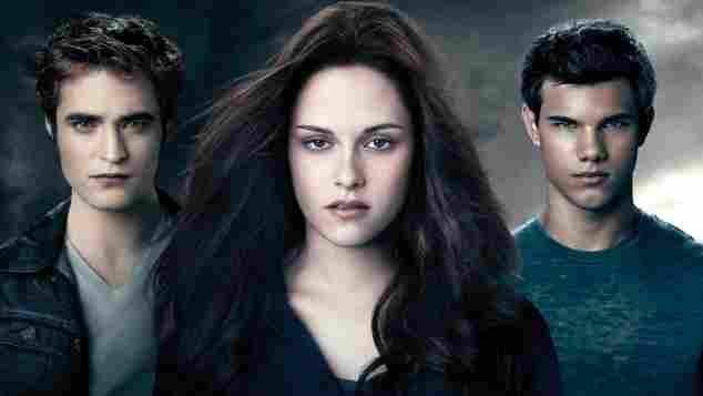 """""""Twilight"""" Filmposter mit Kristen Stewart als Bella Swan, Robert Pattinson als Edward Cullen, Taylor Lautner als Jacob."""