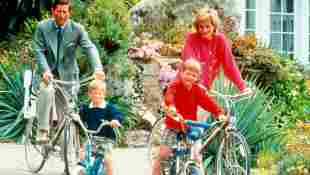 Prinz Charles, Prinz Harry, Prinz William und Prinzessin Diana bei einem Fahrradausflug