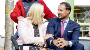 Mette-Marit und Haakon zeigen sich verliebt bei Rikscha-Fahrt