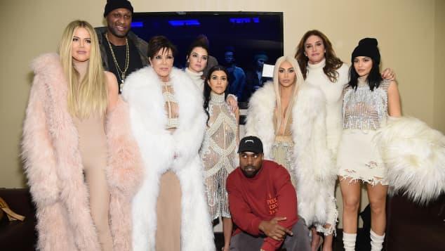 Caitlyn Jenner Vergleicht Kardashian Jenner Clan Mit Royal