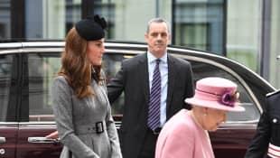 Königin Elisabeth II. und Herzogin Kate