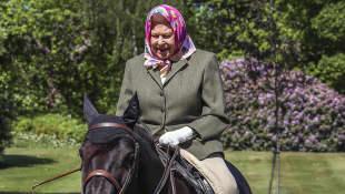 Königin Elisabeth II. corona reitet Windsor