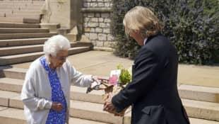 Königin Elisabeth II. und Keith Weed