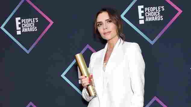 Victoria Beckham mit ihrer Auszeichnung bei den People's Choice Awards am 11. November 2018