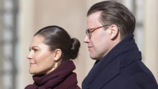 Kronprinzessin Victoria und Prinz Daniel von Schweden im Innenhof des Stockholmer Schlosses 2019