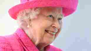 königin elisabth II Queen lacht