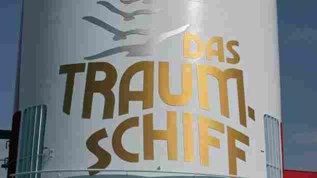 """""""Das Traumschiff""""-Logo auf der MS Deutschland am Cruise Center am 20. August 2011"""