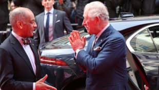 Prinz Charles Namaste