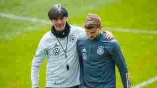 Joachim Löw mit Nationalspieler Timo Werner im Trainingslager Seefeld vor der EM 2021 am 4. Juni 2021