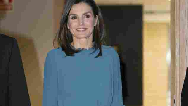 Dieses blaue Kleid von Zara kostet nur 12,99 Euro