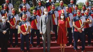 König Felipe und Königin Letizia mit den spanischen Olympioniken