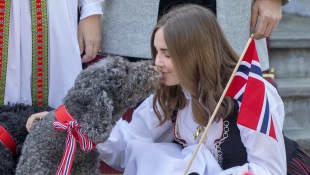 Ingrid Alexandra mit einem ihrer Hunde