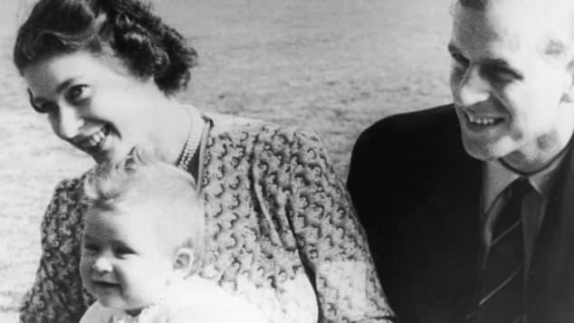 Königin Elisabeth II., Prinz Philip und der kleine Prinz Charles
