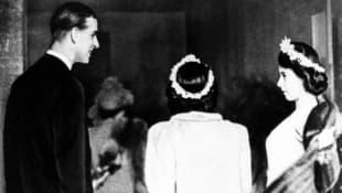 Prinz Philip, Prinzessin Margaret und Königin Elisabeth im Jahr 1946 bei der Hochzeit von Patricia, Countess Mountbatten of Burma