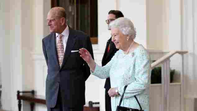 Königin Elisabeth II. und Prinz Philip: Darum küssen sie