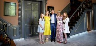 Die niederländische Königsfamilie im Schloss Huis ten Bosch