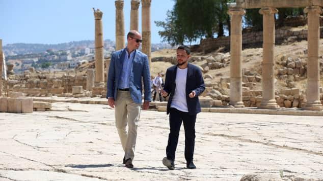 Prinz William besuchte mit Kronprinz Hussein die archäologische Ausgrabungsstätte in Gerasa