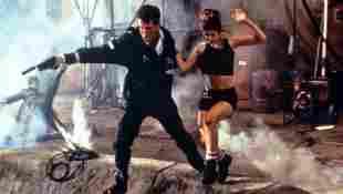 """""""James Bond 007 - Die Welt ist nicht genug"""": Pierce Brosnan als """"James Bond"""" und Denise Richards als """"Dr. Christmas Jones"""""""