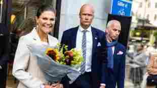 Prinzessin Victoria von Schweden Stockholmer Fashion Week cremefarbener Hosenanzug