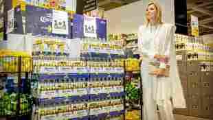 Königin Máxima bei ihrem Besuch des Jumbo-Supermarktes in Nijmegen-Fenikshof