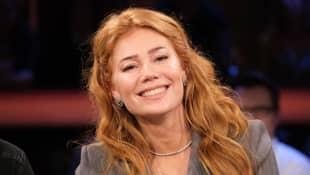 Palina Rojinski strahlt bei der NDR Talk-Show im Februar 2020.