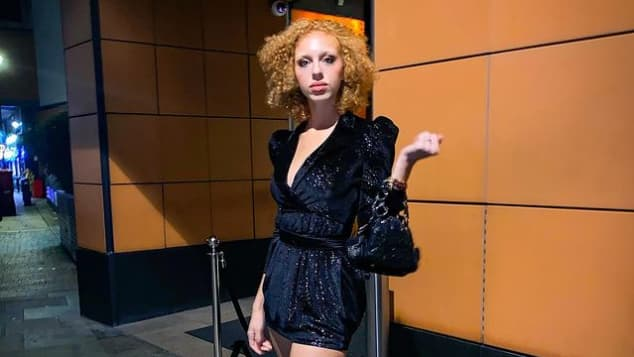 Anna Ermakova im sexy Overknee-Look