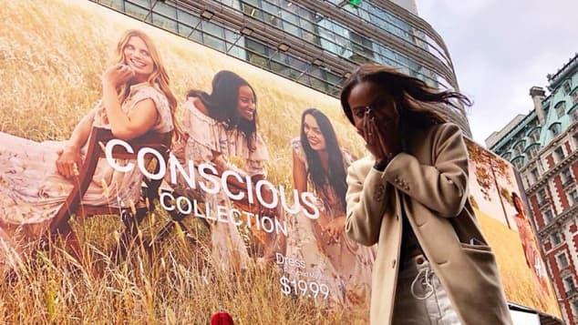 Sara Nuru am Times Square