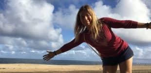 Manuela Reimann beim Strandspaziergang auf Oahu