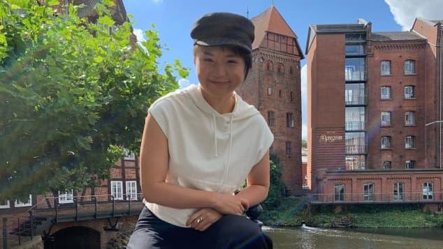 """Yun Huang steht jetzt als """"Ellen Reichard"""" für """"Rote Rosen"""" vor der Kamera"""