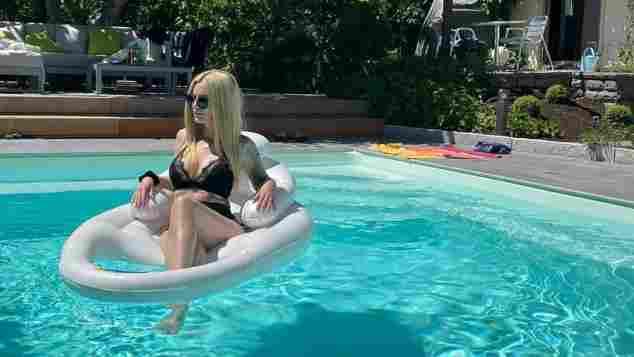 Mirja du Mont im Pool auf Instagram