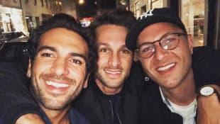 Elyas M'Barek mit seinen Brüdern Raphael und Joseph