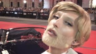 Conchita Wurst zeigt sich mit blonder Mähne