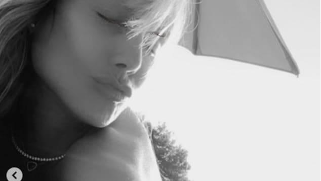 Heidi Klum nackt beim Sonnen