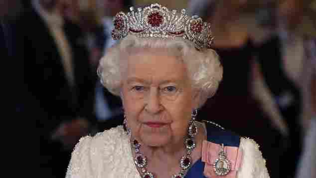 Königin Elisabeth II. trug beim Empfang von Donald Trump die sogenannte Burmese Ruby Tiara