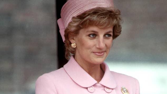 Lady Diana im eleganten Versace-Zweiteiler im Jahr 1995