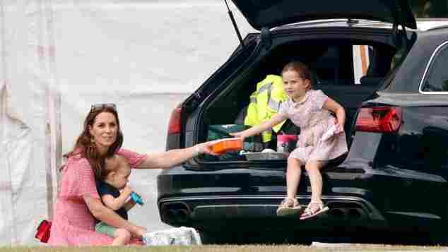 Herzogin Kate mit Prinz Louis und Prinzessin Charlotte