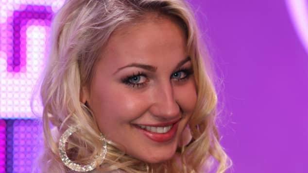 "Lulu Lewe spielte in dem Musikvideo zu Sarah Connors ""From Sarah With Love"" mit"