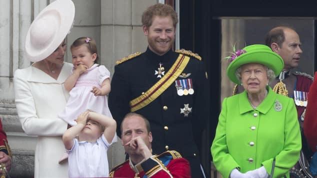 Die königliche Familie auf dem Balkon des Buckingham Palasts anlässlich des 90. Geburtstags von Queen Elisabeth II.