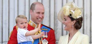 Prinz William, Herzogin Kate und ihre Kinder Prinz George, Prinzessin Charlotte und Prinz Louis stehen auf dem Balkon des Buckingham Palace, um die Luftparade der Royal Air Force am 8. Juni 2019 anzuschauen