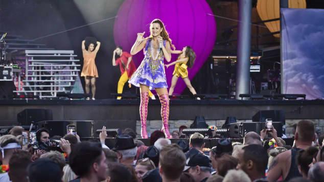 Eine Figur BergAuch Kleid Sie Mini Macht Andrea Sensationelle Im R3Ajq5cL4